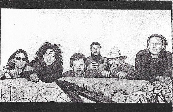 Timbûktoe met zes bandleden ten tijde van demotape