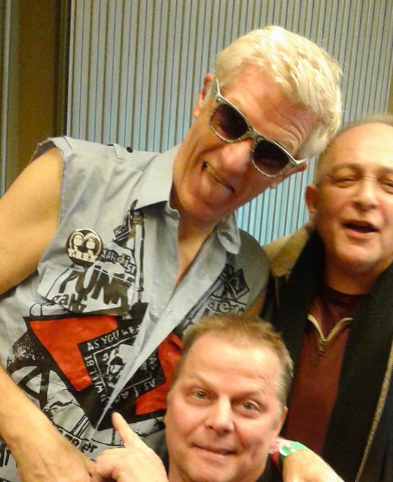 Captain Sensible met The Softies (Joël Komkommer en Frank Cambach)